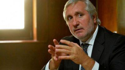 Vergüenza: Conte Grand ordenó comprar un lujoso auto de 1.9 millones para su uso personal