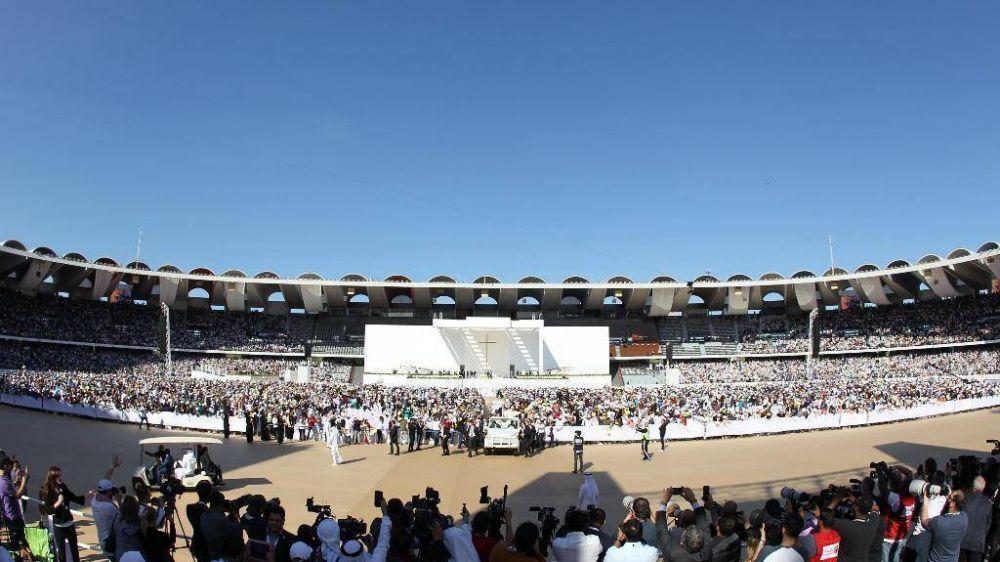 Abu Dhabi, el Papa celebra la primera Misa pública en el corazón del islam