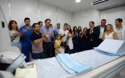 El intendente Zabaleta inauguró un tomógrafo en el hospital San Bernardino de Hurlingham