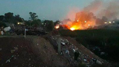 Alertan por un basural incendiado en Altos de San Lorenzo y apuntan al Municipio