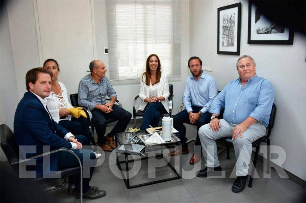 Vidal llegó a Laprida, se reunió con Fisher y recibió el petitorio de los docentes