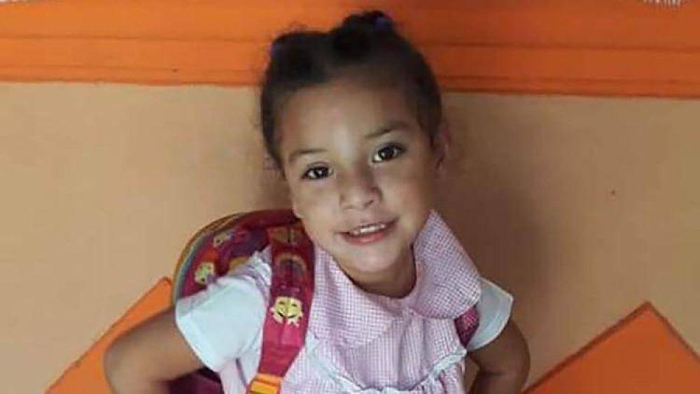 Llevó tres veces a su hija al médico, pero le dijeron que no era nada grave: la niña murió y sus padres denuncian mala praxis
