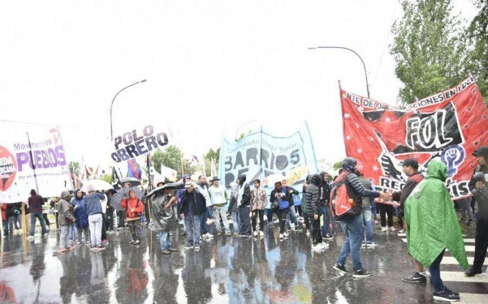 Movimientos sociales marchan para exigirle a Nedela respuestas ante la pobreza y desocupación en Berisso