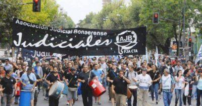 A la sombra de los docentes, los judiciales le piden a Vidal la apertura de la paritaria