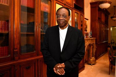 """El nuncio Badikebele se fue """"impactado"""" por la """"unidad y el amor"""" de la iglesia marplatense"""
