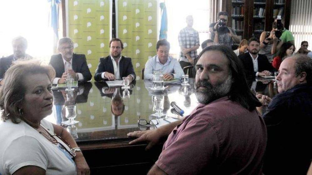 El gobierno bonaerense afronta la primera ronda paritaria ante un inicio de clases en peligro