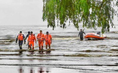 Investigan cuál es el impacto del derrame de combustible en la costa de Berisso