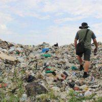 Contaminación por plástico: la ciudad asolada por 17.000 toneladas de basura que llega de todo el mundo