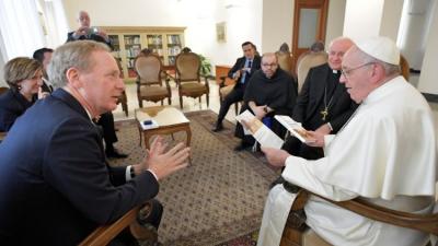 ¿De qué hablaron el Papa y el presidente de Microsoft?
