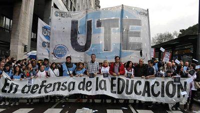 Docentes porteños exigen una recomposición salarial del 13,6% por la inflación de 2018