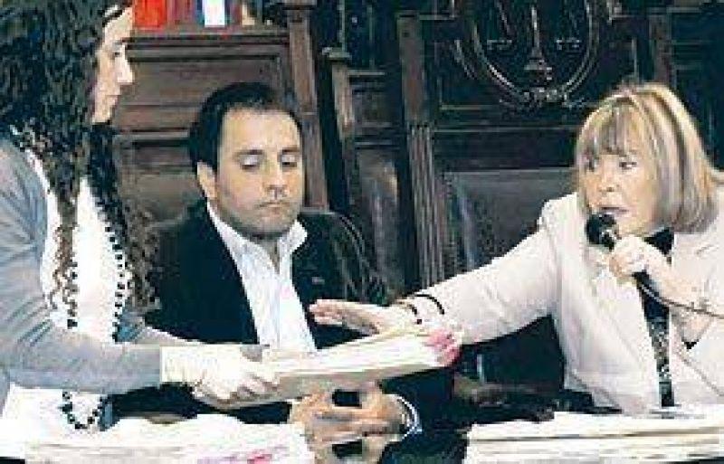 Gastos de campaña: la jueza Servini denunció que le pincharon el teléfono
