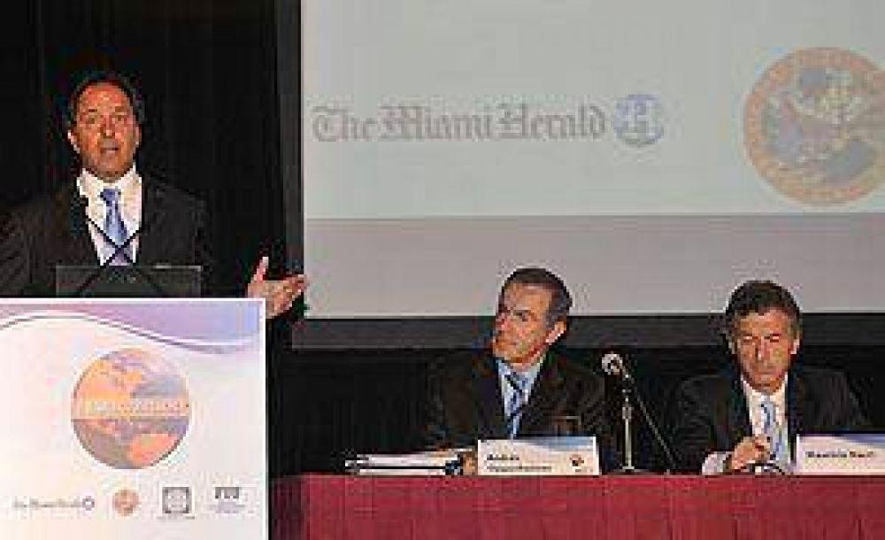 Scioli y Macri se cruzaron duro en una conferencia en Miami