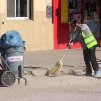 El calor no detiene el andar de las cuadrillas de Higiene Urbana