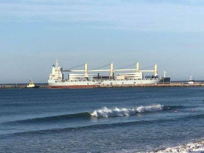 Llegó el segundo barco con aerogeneradores a Puerto Quequén