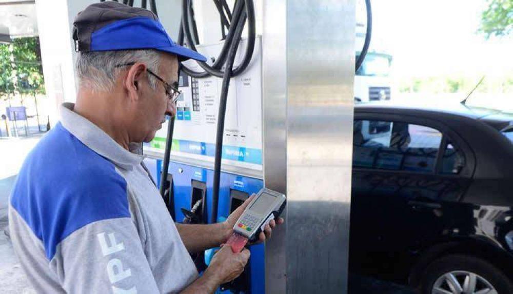 Cada vez más preocupados por las tarjetas, estacioneros retoman gestiones con el Gobierno