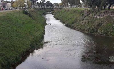 Ingeniería volvió a tomar muestras de agua en el arroyo Tapalqué