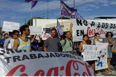 Los trabajadores de Coca Cola Femsa protestaron frente a la planta de Pompeya