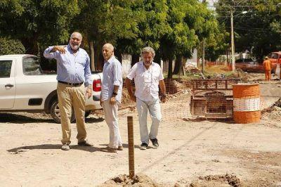 Avanza el asfalto sobre la calle Santiago del Estero