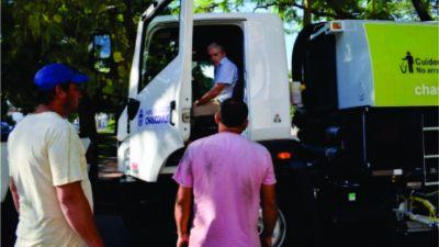 El parque automotor municipal sumó una nueva barredora