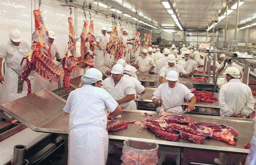 Continúa la disputa por el aumento salarial para los trabajadores de la carne