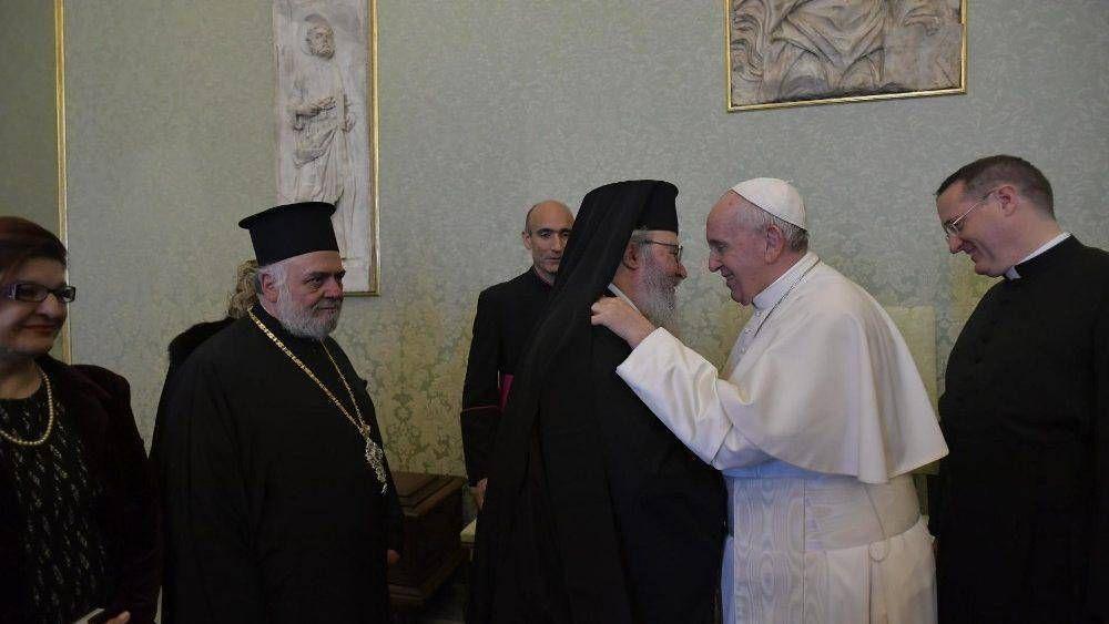 """El Papa: """"Los jóvenes y las familias nos ayudan a redescubrirnos como hermanos"""""""