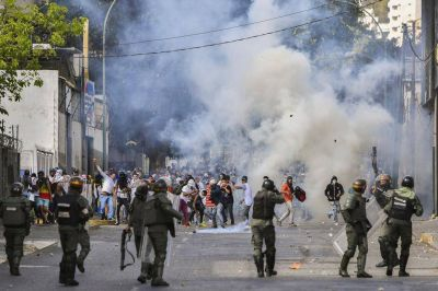 Los ecos de la crisis venezolana, un arma de doble filo para las campañas de Macri y Cristina