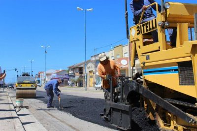 Por gestiones del intendente López, avanza la repavimentación de la Av. 75