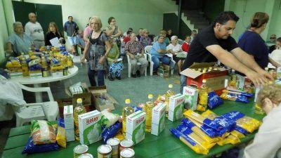 Los abuelos lamentan que bolsones del PAMI se siguen achicando