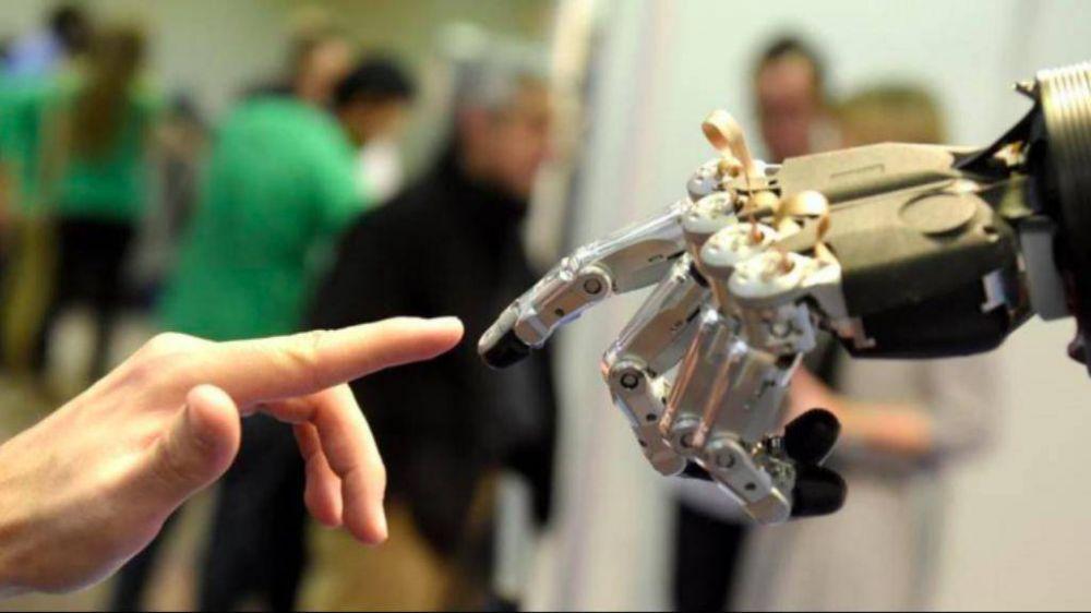 El Papa: hoy se corre el riesgo de entregar la vida a la lógica de las máquinas