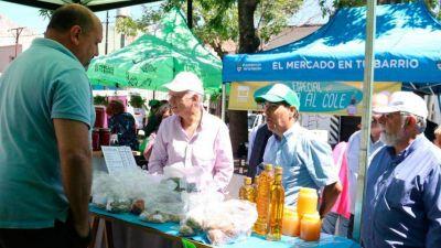 """Grindetti recorrió """"el mercado en tu barrio"""" junto a tizado"""