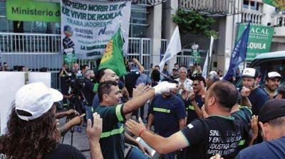 Conflicto en Cofco: casi la mitad de los trabajadores se sumó a los retiros voluntarios