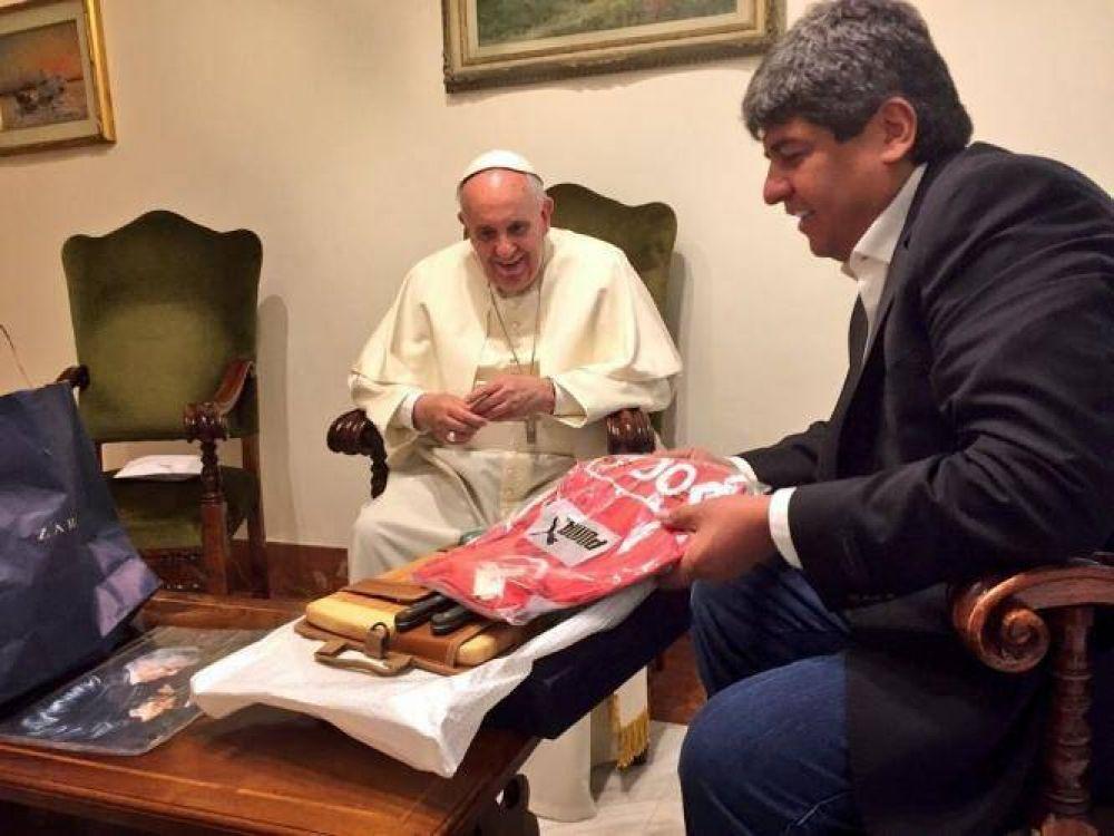 Con un gesto electoral, se reencuentra el Papa Francisco con Pablo Moyano en el Vaticano