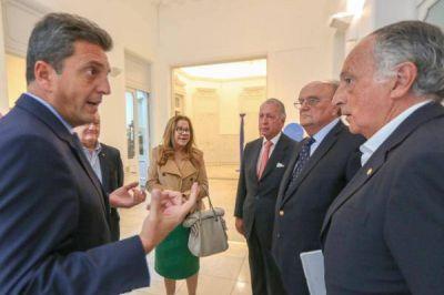 Con traje de candidato, Massa se mostró con referentes de la UIA ante la caída del sector productivo