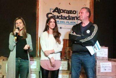 Raverta entregó 600 kits de útiles escolares adquiridos luego de la Peña Solidaria de Abrazo Ciudadano