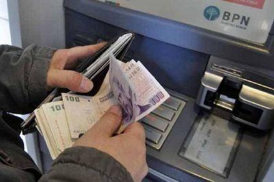 La inflación obligó al gobierno a adelantar para marzo la suba del salario mínimo