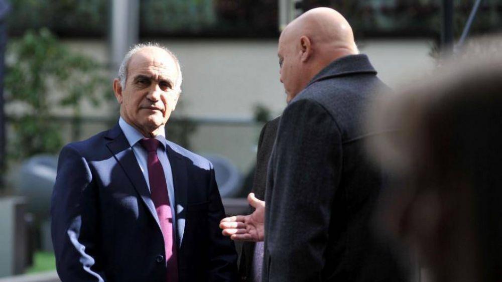 Salvador muestra su malestar y sale a respaldar candidatos críticos de Vidal