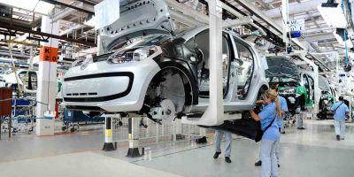 2.000 trabajadores suspendidos por dos meses en la automotriz Peugeot