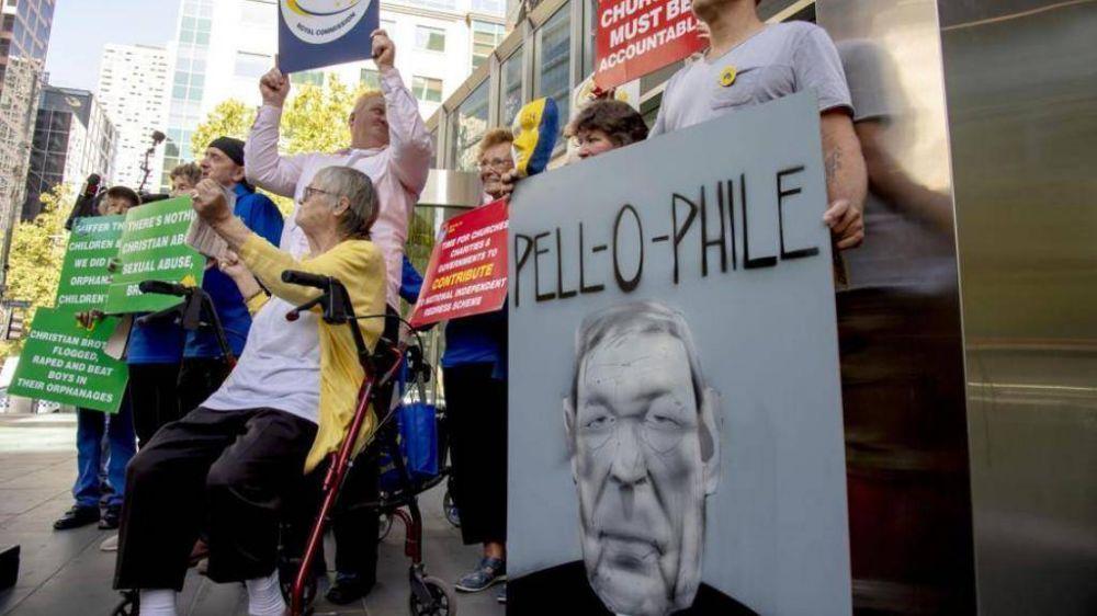 """El escándalo de Pell se abate en Australia; pero algunos lo defienden: """"Es un chivo expiatorio"""""""