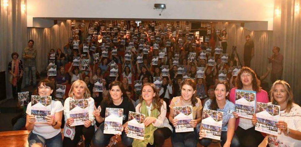 """""""Las Mujeres, el Trabajo y la Comunidad Organizada"""""""