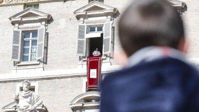 """El Papa en el Ángelus advierte del chismorreo: """"por la lengua comienzan las guerras"""""""