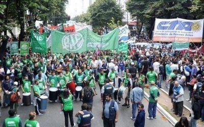 Habrá marcha de estatales, médicos y judiciales para pedir paritarias