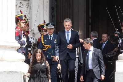 Tras el aumento de la AUH, Macri tiene $25.000 millones más para asistencia social