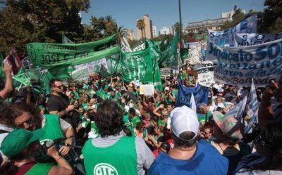 Paro provincial con movilización: estatales, judiciales y médicos exigen aumento salarial