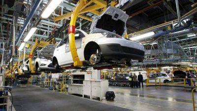 Los despidos y suspensiones ya afectan a más de 3.000 empleados de la industria automotriz