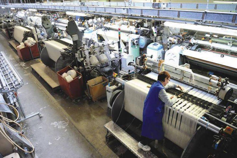 Sin tregua para el derrumbe industrial: cayó 10,8% en enero
