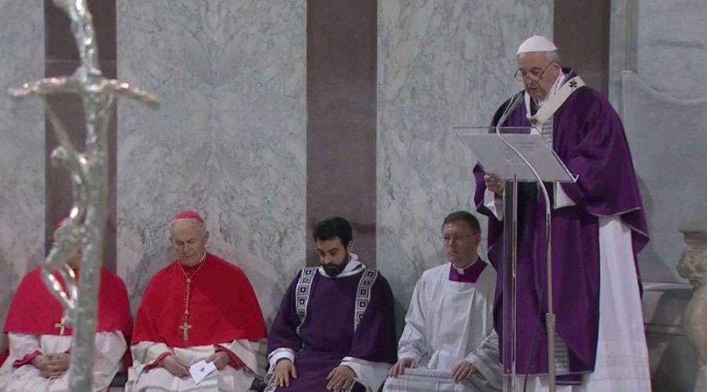 """Miércoles de Ceniza: El Papa invita a liberarse de """"tentáculos del consumismo"""" en Cuaresma"""