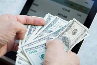 Aconsejan al Gobierno vender las divisas que le prestó el FMI
