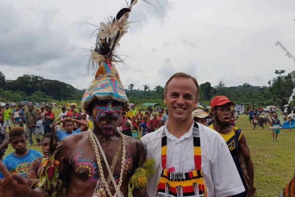 El cura argentino que evangeliza en Papúa Nueva Guinea con música y educación