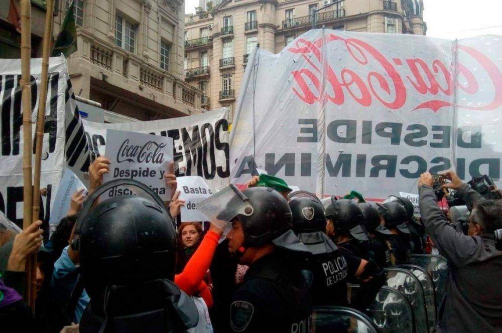 Nueva protesta de trabajadores de Coca Cola en Corrientes y Callao