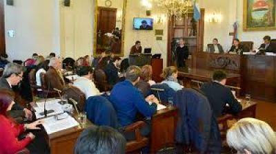 Cambiemos propone que los empleados legislativos puedan optar por la obra social